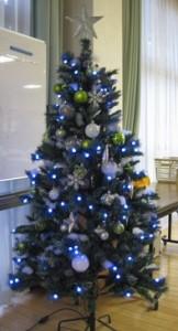 デイルームの「大人の」クリスマスツリー
