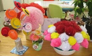 S様の手作り、ペットボトルキャップで帽子屋さんと花束