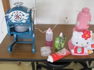 かき氷器は職員の持ち込みもあり様々なかき氷器が各ユニットで活躍しました