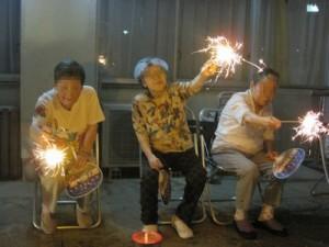 花火で踊る