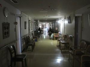 停電で真っ暗な廊下があら不思議