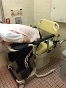 ちょっと腰を上げるだけでトイレの移乗がスムーズです