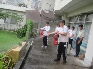 水消火器訓練です