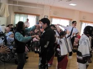 連長さんの手引きで踊りだされました