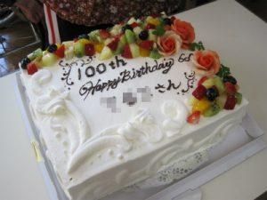 100歳⇒100TH いいですね~このケーキ!